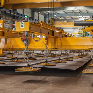 ACIMEX lifting beam for handling steel plates weighing more than 15 tonnes